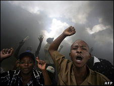 Residents of Kayole, a suburb of Nairobi, protest against police harassment (1 April 2008)