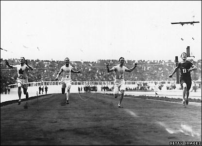 Reggie Walker wins the 100m