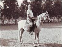 الجاسوس لوتز في لقطة له في نادي الفروسية الذي افتتحه في القاهرة