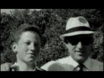 لقطة نادرة للجاسوس  زئيف جور آري (لوتز) مع ابنه عوديد