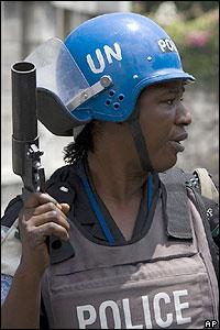 Polic�a nigeriano de la fuerza de paz de la ONU en Hait�