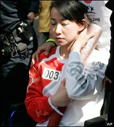 Paralympic athlete Jin Jing during the torch relay in Paris