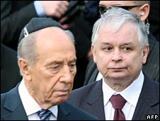 Israeli President Shimon Peres (l) and Polish President Lech Kaczynski (r)