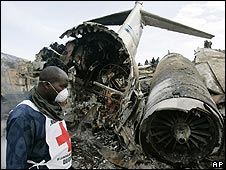 The wreckage of a plane in Goma, DR Congo, 16/04/08