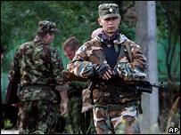 Вооруженный сотрудник милиции в Чечне