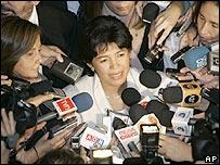 Ministra de Educación de Chile, Yasna Provoste, habla a la prensa tras ser destituida por el Senado