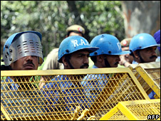 Indian paramilitary police outside the Meridien hotel in Delhi, where the Olympic torch was kept overnight (17 April 2008)
