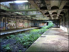 The disused railway platform in the Botanics