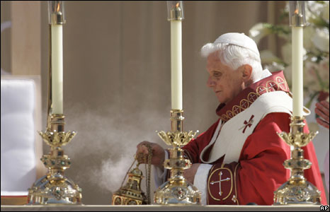 Pope Benedict XVI celebrates Mass at the Nationals stadium, Washington DC, 17 April 2008