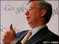 Eric Schmidt, presidente ejecutivo de Google anunciando ganancias