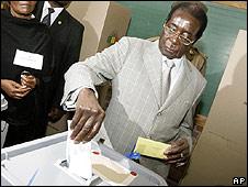 Robert Mugabe voting