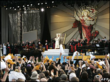 Pope Benedict at youth rally in the New York suburb of Yonkers on 18 April 2008
