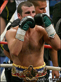 Joe Calzaghe (left) narrowly outpoints Bernard Hopkins