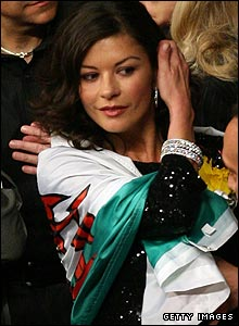Among the celebrities at the fight was Catherine Zeta-Jones with the Wales flag wrapped around her