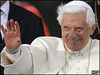 Benedicto XVI, Papa, saluda a los jóvenes reunidos en Yonkers
