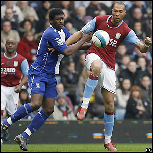 Radhi Jaidi and John Carew fight for the ball