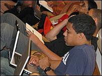 Un estudiante se prepara para investigar los secretos de Facebook