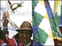 Indígenas simpatizantes de Evo Morales, en marcha de protesta