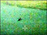 Imagen tomada del video que supuestamente muestra a un caza ruso disparando contra una nave de Georgia