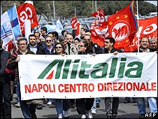 Workers at Alitalia demonstrate