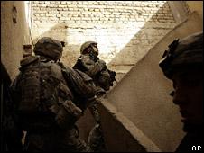 US troops patrol Sadr City (21 April 2008)