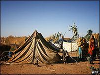 Mujeres de Darfur en un campo de refugiados en Chad, 2007