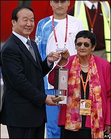 Jiang Xiaoyu, left, Executive VP of the Beijing Olympic Organising Committee, and local aboriginal elder Agnes Shea, 23 April 2008