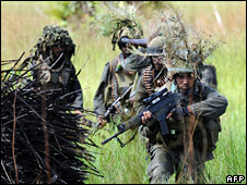 Sri Lankan soldiers patrol along the front line in the Muhamalai area (6 April 2008)