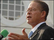 Bruce Golding speaking after being sworn in September 2007