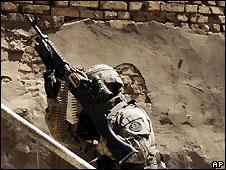 US soldier in Baghdad's Sadr City - 21/4/2008
