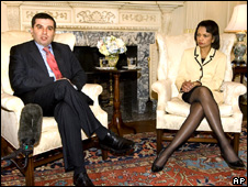 Georgia's foreign minister, David Bakradze (l), meets the US Secretary of State Condoleezza Rice
