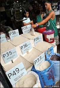 Venta de arroz tailandés en el mercado de Manila, Filipinas