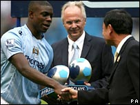 (l-r) Micah Richards, Sven-Goran Eriksson and Thaksin Shinawatra
