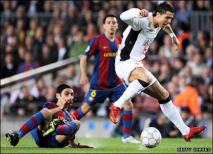 Ronaldo skips past the challenge of Barca's Rafael Marquez