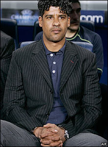 Barca boss Frank Rijkaard calmly watches from the bench