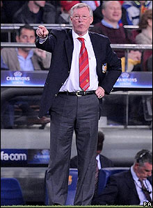 Sir Alex Ferguson instructs his Manchester United players