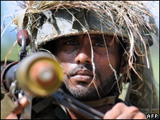 A Sri Lankan soldier patrols along the front line in the Muhamalai area (6 April 2008)