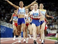 Dame Kelly Holmes wins the 1500-metres gold in 2004