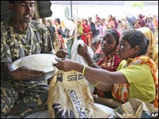 Bangladeshis gather for subsidised rice