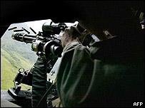 Helicóptero militar colombiano ataca posición guerrillera en el departamento de Antioquia.