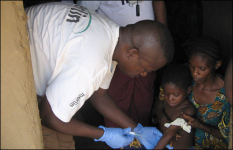 Blood testing at the Kusasi camp in Rutshuru