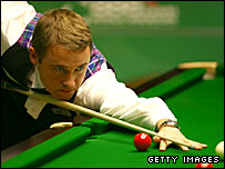 Scotland's Stephen Hendry lines up a pot
