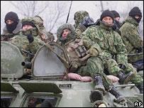 http://newsimg.bbc.co.uk/media/images/44601000/jpg/_44601589_russian_soldiers203b.jpg