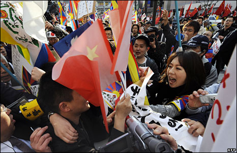 Pro-Tibet protestors and Pro-China spectators clash ahead of the torch relay in Nagano, Japan, 26 April, 2008