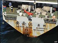 السفينة الصينية التي تقل أسلحة إلى زيمبابوي