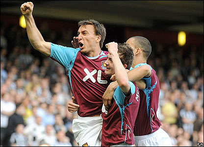 Mark Noble celebrates giving West Ham the lead