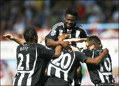 Geremi is mobbed by Obafemi Martins  and his Newcastle team-mates