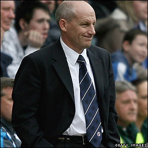 Steve Coppell watches his Reading team at Wigan