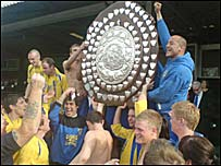 King's Lynn Players lift trophy