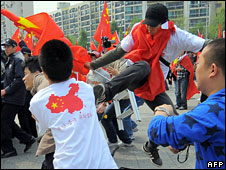A Chinese student kicks a South Korean demonstrator in Seoul, 27 April, 2008